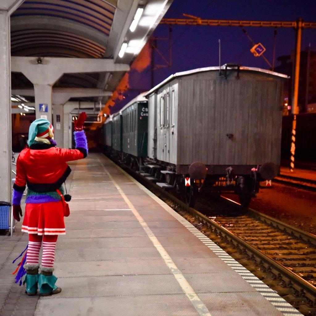farewel_with_train.jpg